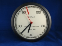 wall clock veglia revcounter 8.5' diameter (220mm) nb(aa / lr6 battery not included)